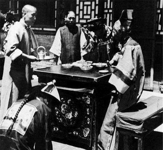 Ảnh hiếm về cách tổ chức hôn lễ của một gia đình quý tộc Trung Quốc thời nhà Thanh xưa kia - ảnh 10