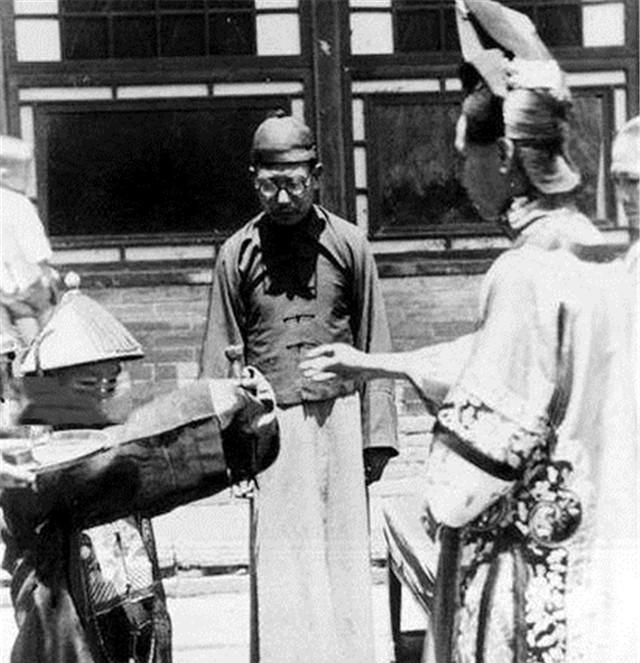 Ảnh hiếm về cách tổ chức hôn lễ của một gia đình quý tộc Trung Quốc thời nhà Thanh xưa kia - ảnh 5