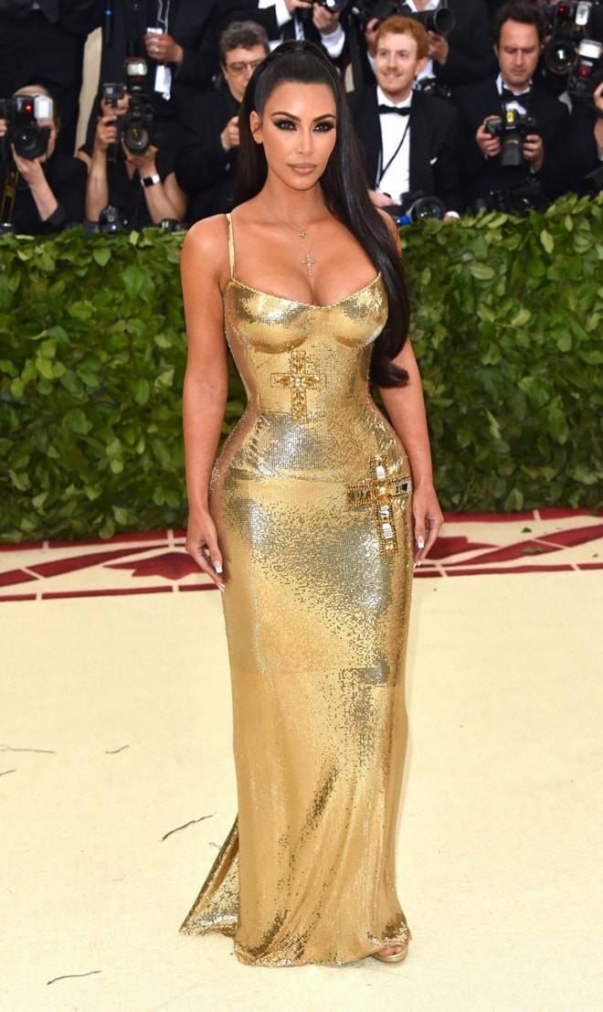 Kim Kardashian gây sốc với bức ảnh nóng bỏng khoe trọn vòng 1 khủng: Chuyện thường ở huyện nhưng ai cũng hóng - ảnh 2