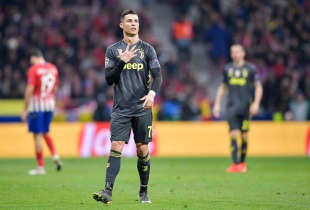 Ronaldo văng tục với CĐV Atletico Madrid - Ảnh 1.