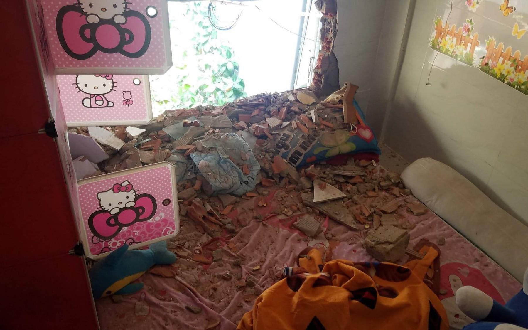 """TP. HCM: Cả gia đình """"kêu cứu"""" vì vô cớ bị đập phá nhà, lập hàng rào """"nhốt"""""""