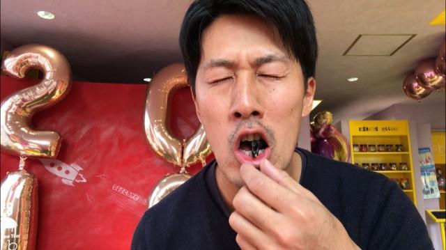 Ăn thử bọ lực sĩ rang muối trong máy bán côn trùng ở Nhật và cái kết sạn mồm - Ảnh 10.
