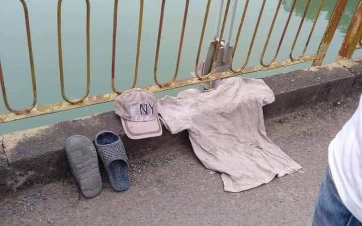Cởi áo để lại trên cầu, người đàn ông nhảy xuống sông Lam tự tử