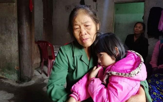 Người thân ngóng đợi thi thể các nạn nhân trong vụ tai nạn ở Thái Lan, không khí tang thương bao phủ cả vùng quê nghèo