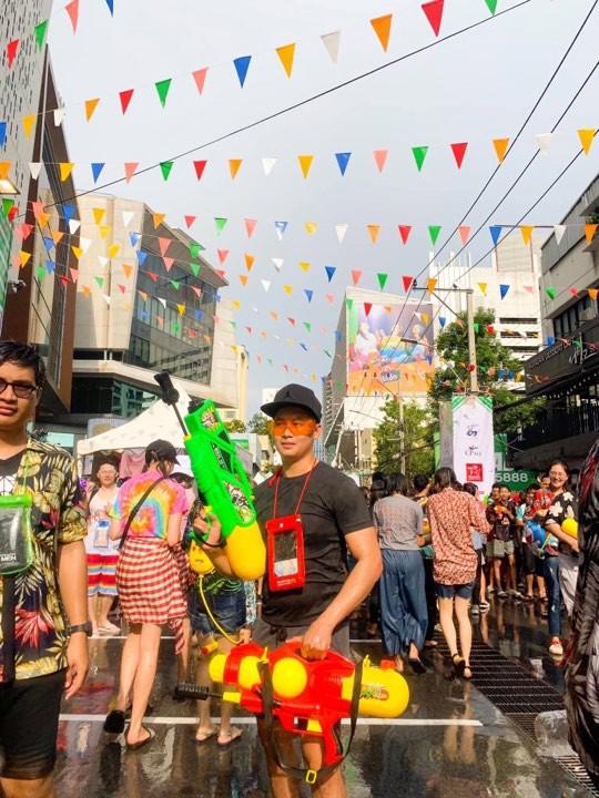Đã mắt với loạt khoảnh khắc nóng bỏng của giới trẻ Việt tại lễ hội Songkran 2019 - Ảnh 5.
