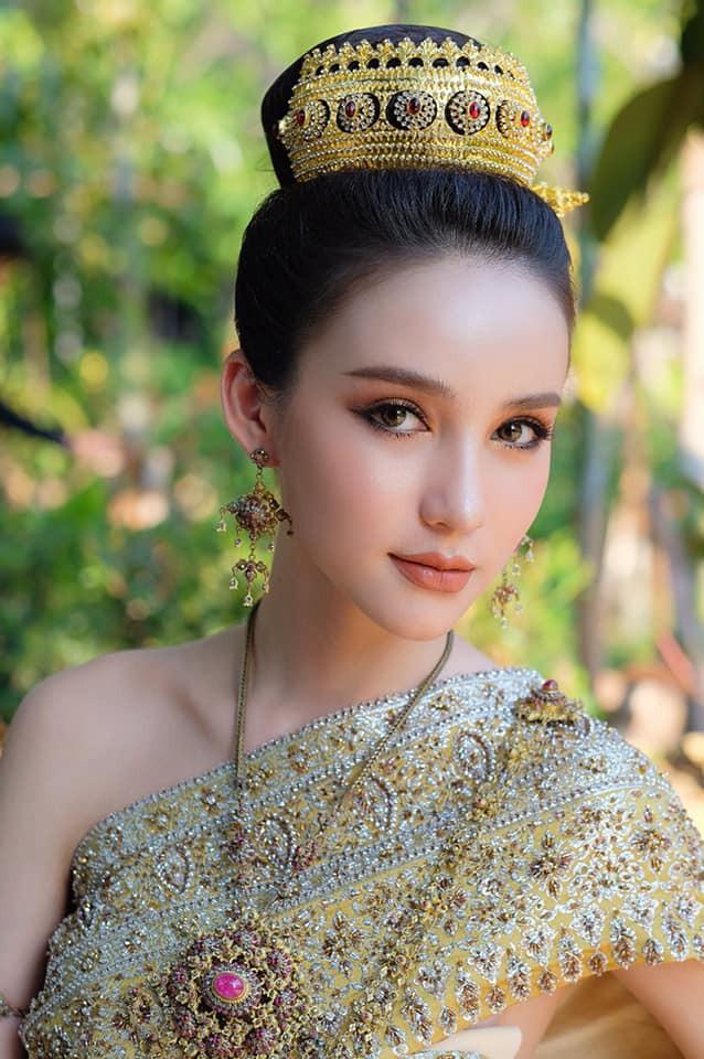 Yoshi diện quốc phục Thái, khoe vẻ ngoài tuyệt sắc xứng danh nữ thần tại Songkran 2019 - Ảnh 5.