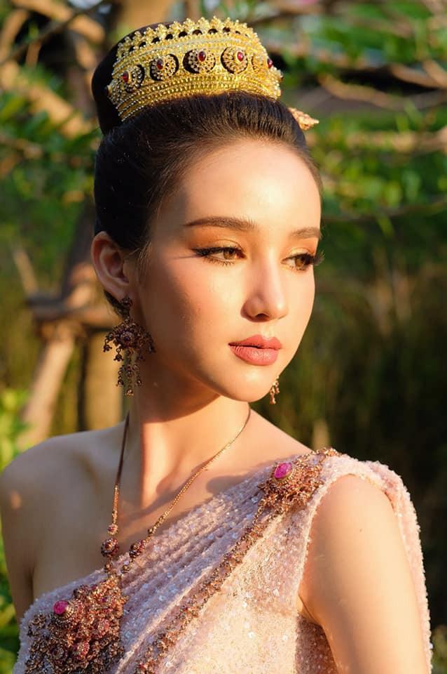 Yoshi diện quốc phục Thái, khoe vẻ ngoài tuyệt sắc xứng danh nữ thần tại Songkran 2019 - Ảnh 1.