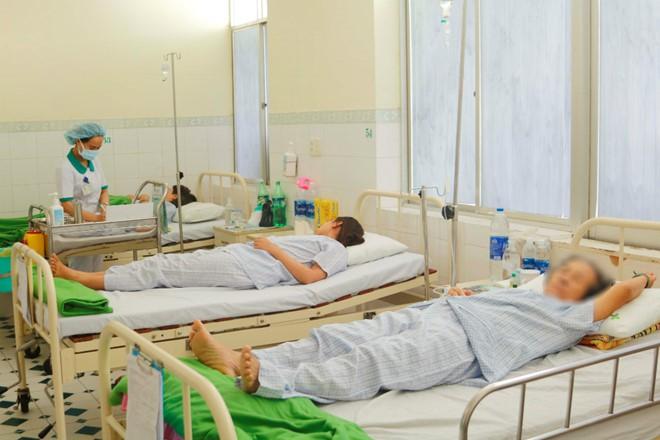 14 du khách Lào nhập viện nghi bị ngộ độc thực phẩm khi đang du lịch Đà Nẵng - ảnh 1