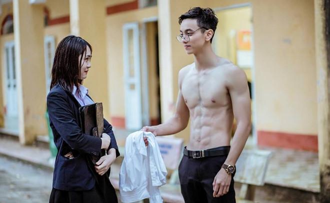 Em họ siêu mẫu Việt phá đảo hội mê trai đẹp với chiều cao 1m85, gương mặt cực khôi ngô - ảnh 7