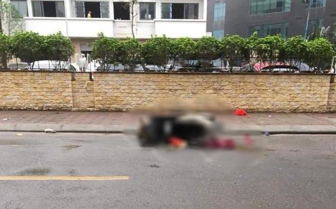 Hà Nội: Bàng hoàng phát hiện thi thể người phụ nữ nằm cạnh xe máy giữa đường lúc rạng sáng