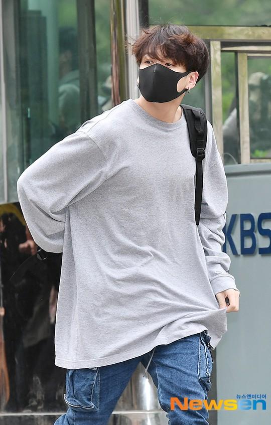 Quân đoàn idol hot nhất Kpop quy tụ: Mỹ nam BTS hớ hênh, nữ thần lai và dao kéo đọ sắc lung linh bên dàn mỹ nhân - ảnh 7