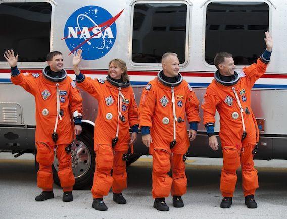 Tại sao áo phi hành gia phải có màu trắng? Hóa ra có một nguyên nhân mang ý nghĩa sống còn đằng sau nó - ảnh 3