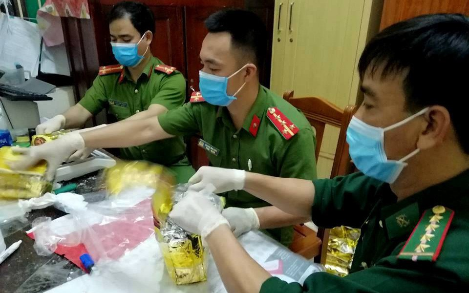 Bao tải chứa ma túy để giữa cánh đồng muối: Truy nã quốc tế 3 đối tượng quốc tịch Đài Loan