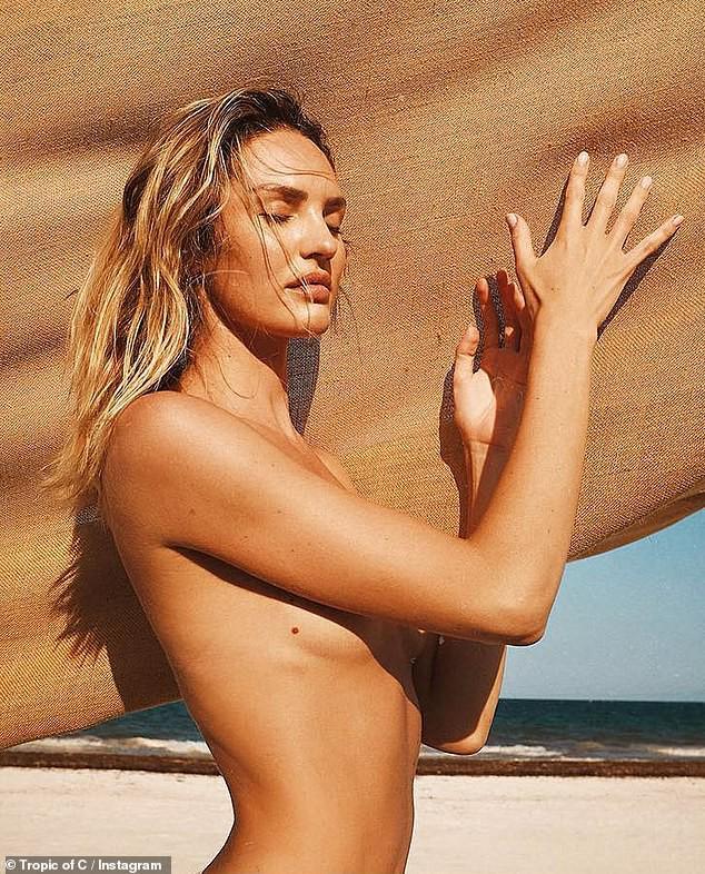 Thiên thần Victorias Secret diện bikini khoe body đốt mắt: Nhìn vòng eo, đường cong này ai ngờ đã là gái 2 con - Ảnh 1.
