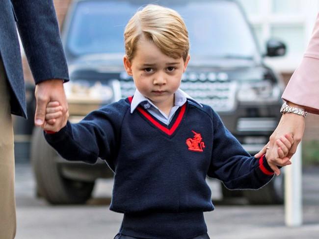 Hé lộ một loạt chi tiết bất ngờ về Hoàng tử bé George: đằng sau vẻ ngoài nhút nhát là một cậu bé hoàn toàn khác biệt - ảnh 1