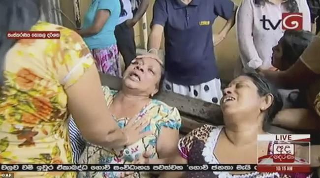 Hiện trường tan hoang sau 8 vụ nổ đẫm máu tại Sri Lanka khiến ít nhất 160 người thiệt mạng - ảnh 5