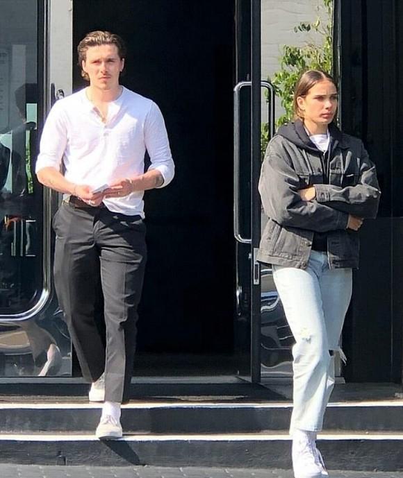 Brooklyn Beckham và bạn gái đứng trên bờ vực chia tay: Cãi vã đến độ mất kiểm soát, cả 2 cùng bật khóc trên đường - Ảnh 1.