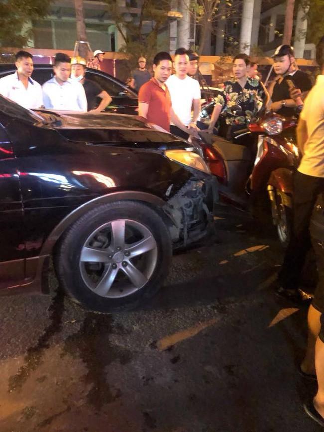 Hà Nội: Tai nạn xảy ra khắp nơi, ô tô, xe tải tông loạt người đi đường, ít nhất 2 người chết, nhiều người bị thương - ảnh 1