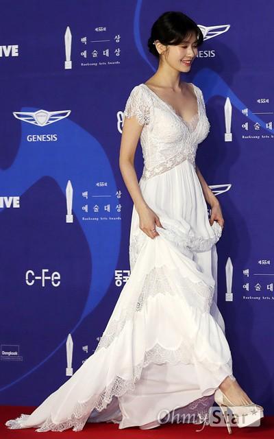 Siêu thảm đỏ khủng nhất lịch sử Baeksang: Suzy và IU xuất thần với đầm công chúa, Hyun Bin dẫn đầu 50 sao Hàn quyền lực - Ảnh 25.
