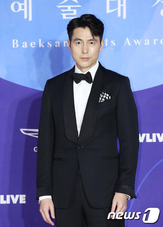 Siêu thảm đỏ khủng nhất lịch sử Baeksang: Suzy và IU xuất thần với đầm công chúa, Hyun Bin dẫn đầu 50 sao Hàn quyền lực - Ảnh 19.