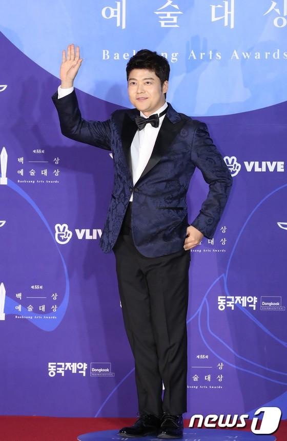 Siêu thảm đỏ khủng nhất lịch sử Baeksang: Suzy và IU xuất thần với đầm công chúa, Hyun Bin dẫn đầu 50 sao Hàn quyền lực - Ảnh 31.