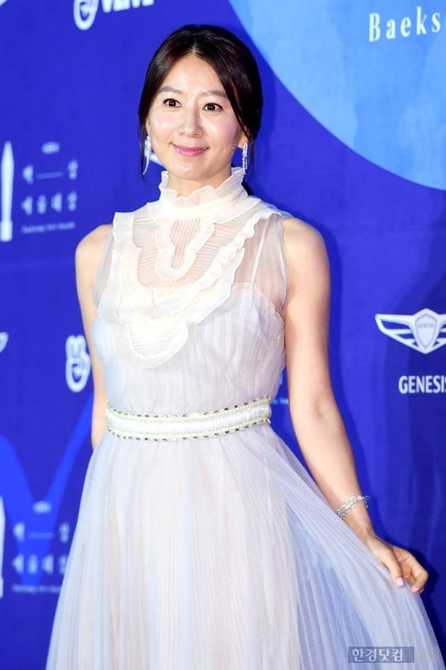 Siêu thảm đỏ khủng nhất lịch sử Baeksang: Suzy và IU xuất thần với đầm công chúa, Hyun Bin dẫn đầu 50 sao Hàn quyền lực - Ảnh 33.