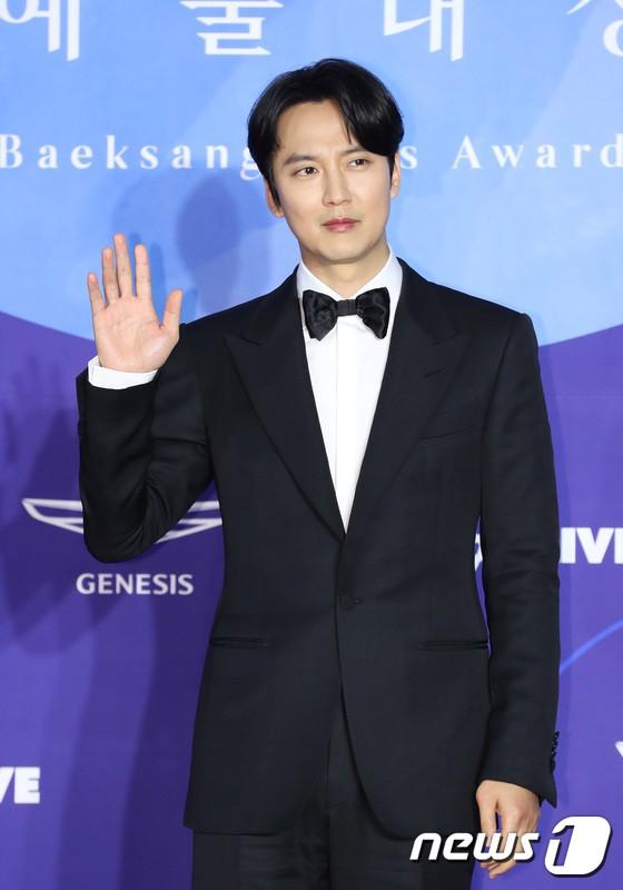 Siêu thảm đỏ khủng nhất lịch sử Baeksang: Suzy và IU xuất thần với đầm công chúa, Hyun Bin dẫn đầu 50 sao Hàn quyền lực - Ảnh 35.