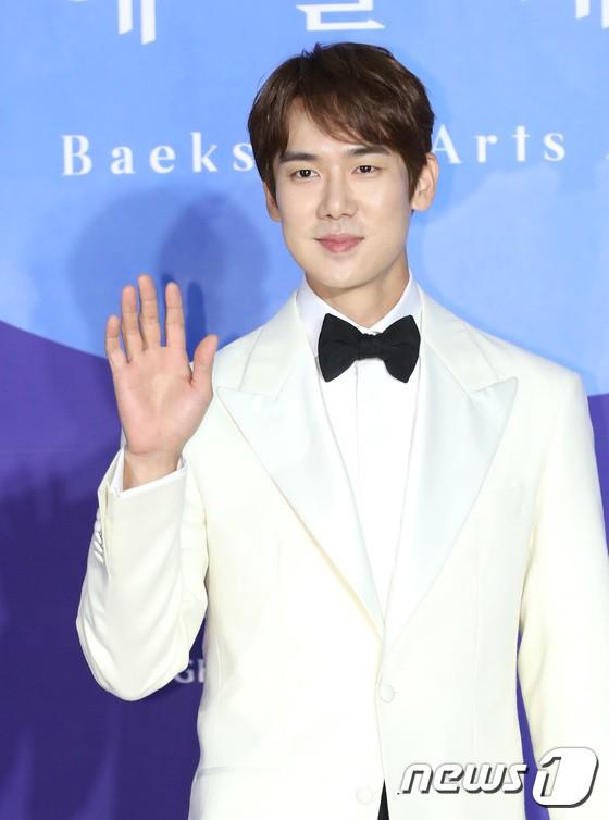 Siêu thảm đỏ khủng nhất lịch sử Baeksang: Suzy và IU xuất thần với đầm công chúa, Hyun Bin dẫn đầu 50 sao Hàn quyền lực - Ảnh 45.