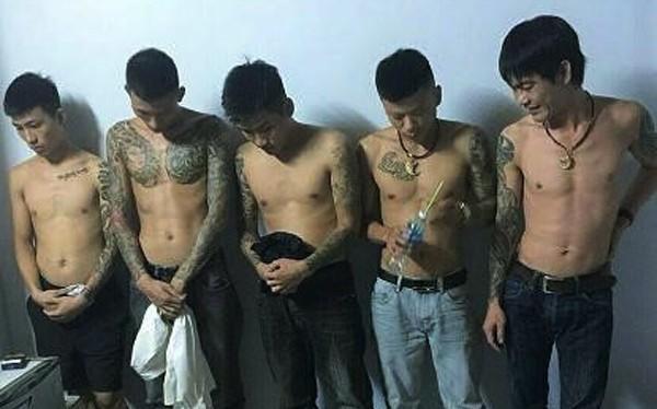 """Hà Tĩnh: 5 thanh niên thuê khách sạn mở """"tiệc ma túy đá"""""""
