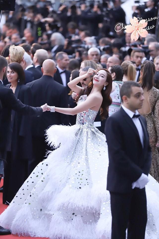 Màn xuất hiện gây mê, siêu sang chảnh không khác gì công chúa của Jessica Jung tại LHP Cannes - ảnh 7