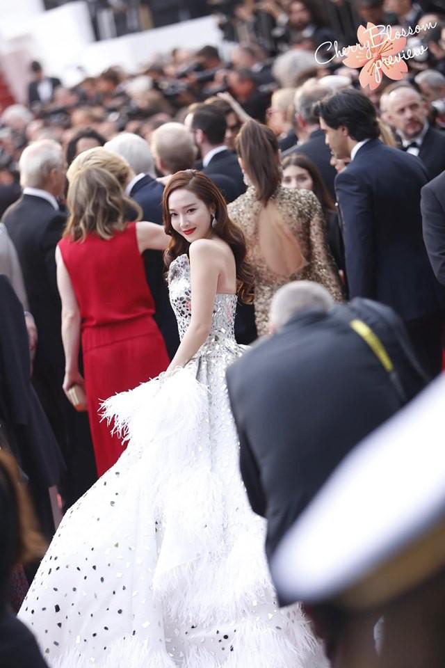 Màn xuất hiện gây mê, siêu sang chảnh không khác gì công chúa của Jessica Jung tại LHP Cannes - ảnh 12