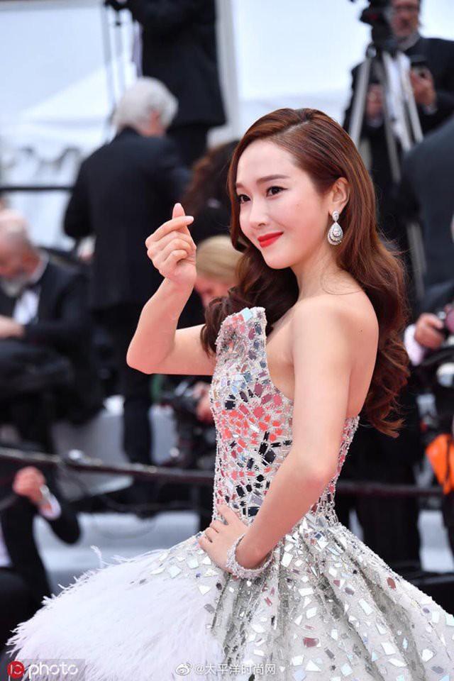 Màn xuất hiện gây mê, siêu sang chảnh không khác gì công chúa của Jessica Jung tại LHP Cannes - ảnh 8
