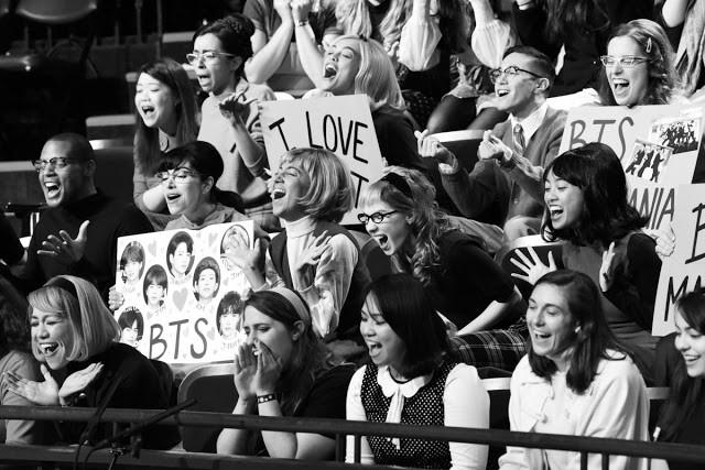 Hóa thân The Beatles trên talkshow nổi tiếng nước Mỹ, BTS còn là boygroup đầu tiên làm được điều này sau... 55 năm! - ảnh 6