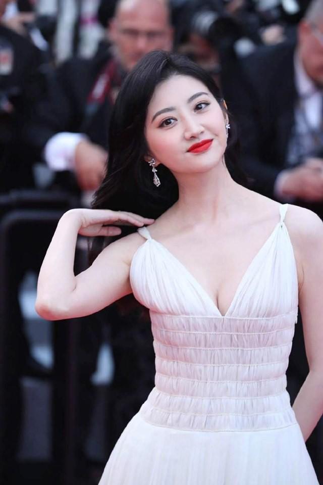 Thảm đỏ Cannes ngày 2: Thiên thần Victoria's Secret suýt lộ hàng, Phạm Băng Băng Thái Lan xinh như tiên tử - ảnh 28