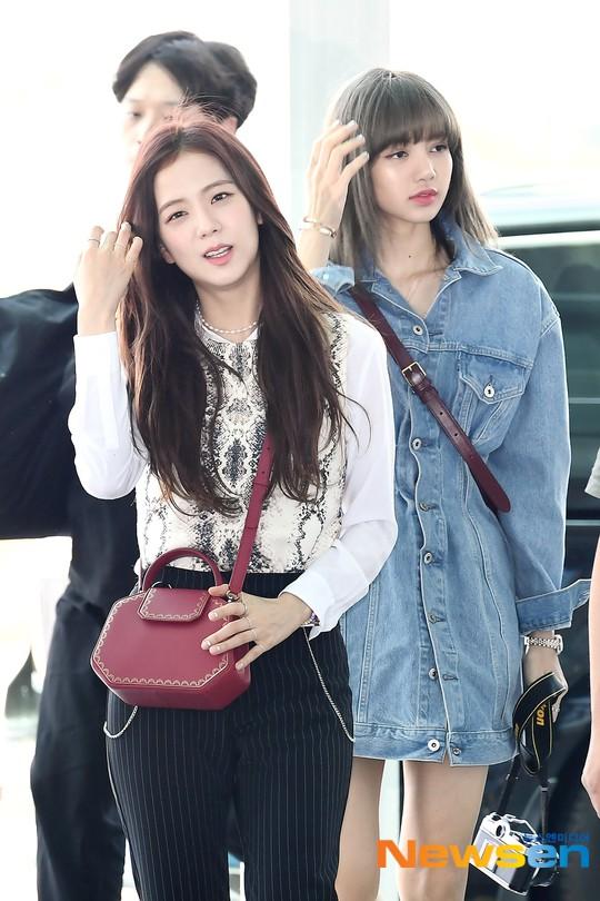 BLACKPINK lại gây náo loạn sân bay: Jennie và Lisa như đi catwalk, Jisoo lại chiếm trọn spotlight vì đẹp xuất thần - ảnh 10