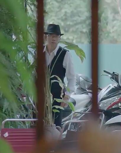 Khổ thân Hoàng Thùy Linh, đóng phim mà chớp nhá lia lịa, vừa đi du học về đã bị... bắt cóc mất hút - ảnh 7