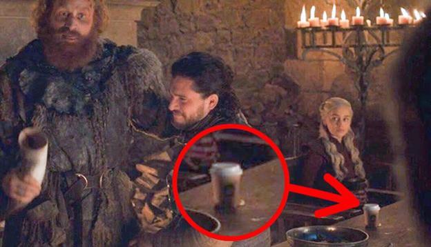 Hết cái li Starbucks xuyên không về quá khứ, Game of Thrones lại trêu khán giả bằng sạn bàn tay ma? - ảnh 3