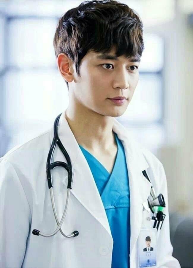 Gặp được bác sĩ như dàn idol Kpop tuyệt sắc này, chắc ai cũng muốn đến bệnh viện để khám bệnh tương tư mỗi ngày - ảnh 27