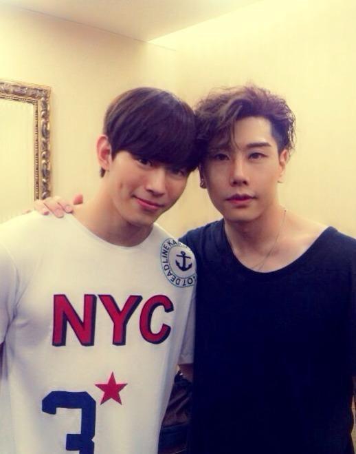 Hội fanboy và fangirl Kpop thành công nhất hệ mặt trời: Cuối cùng cũng được trở thành đồng nghiệp với idol! - Ảnh 10.