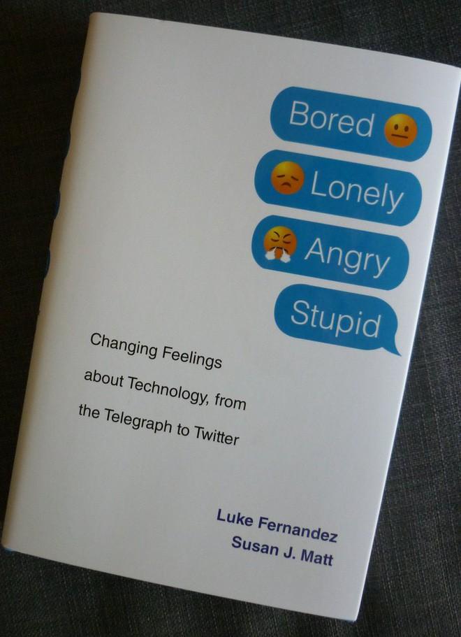 Có phải công nghệ đang ngày càng khiến con người cô đơn và buồn chán hơn? - ảnh 1