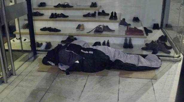 Thiếu gia ngập trong hàng hiệu tỉnh ngộ sau 1 đêm sống như người vô gia cư - ảnh 5