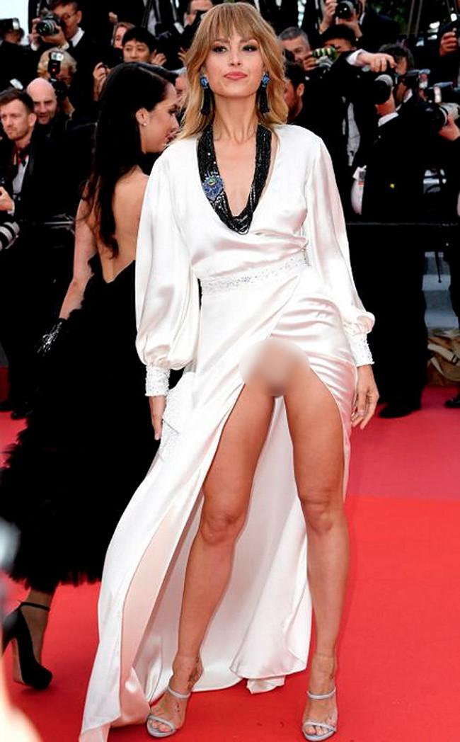 Nhìn lại tuyển tập trang phục trắc nết nhất Cannes, cuối cùng cũng tìm ra đối thủ xứng tầm với Ngọc Trinh - ảnh 16
