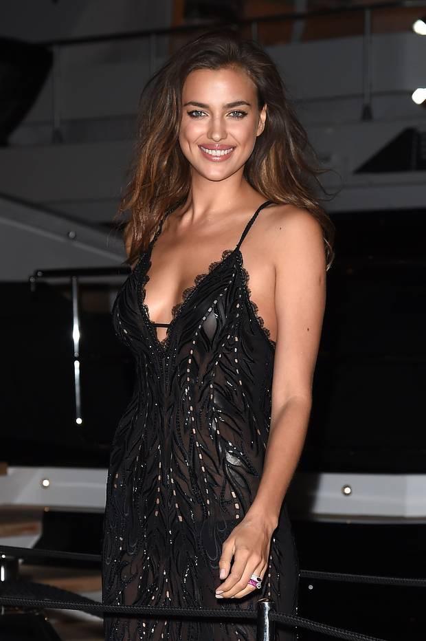 Nhìn lại tuyển tập trang phục trắc nết nhất Cannes, cuối cùng cũng tìm ra đối thủ xứng tầm với Ngọc Trinh - ảnh 14