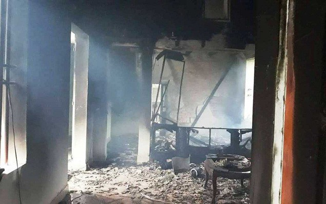 Sét đánh trúng nhà bốc cháy, cả gia đình may mắn thoát chết vì khóa cửa đi vắng
