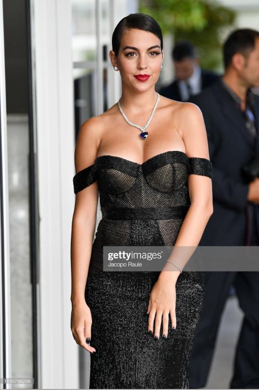 Chẳng cần hở bạo như Ngọc Trinh, bạn gái Ronaldo vẫn khiến fan phải phát cuồng, ná thở vì quá xinh đẹp và nóng bỏng khi xuất hiện ở Cannes - ảnh 3
