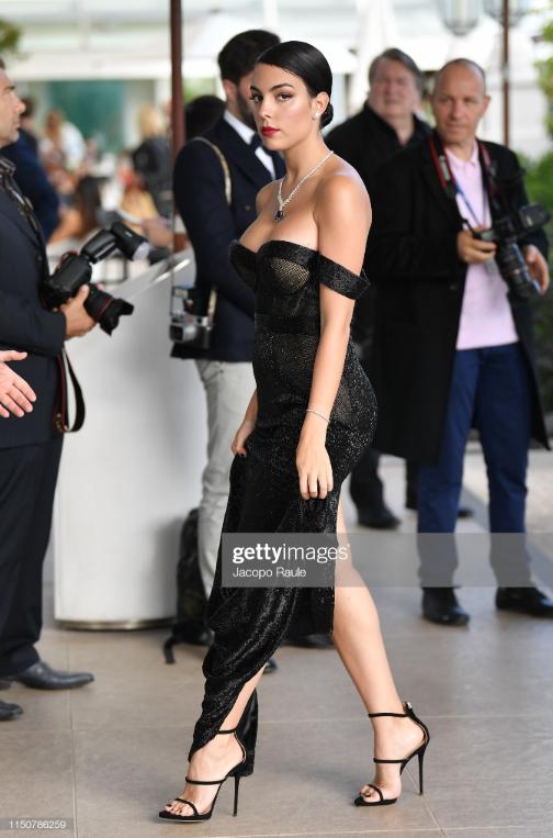 Chẳng cần hở bạo như Ngọc Trinh, bạn gái Ronaldo vẫn khiến fan phải phát cuồng, ná thở vì quá xinh đẹp và nóng bỏng khi xuất hiện ở Cannes - ảnh 4
