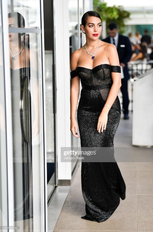 Chẳng cần hở bạo như Ngọc Trinh, bạn gái Ronaldo vẫn khiến fan phải phát cuồng, ná thở vì quá xinh đẹp và nóng bỏng khi xuất hiện ở Cannes - ảnh 5
