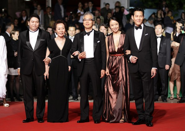 Nữ minh tinh xứ Hàn lên thảm đỏ Cannes: Jeon Ji Hyun và mẹ Kim Tan gây choáng ngợp, nhưng sao nhí này mới đáng nể - ảnh 15