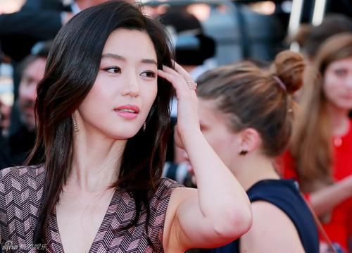 Nữ minh tinh xứ Hàn lên thảm đỏ Cannes: Jeon Ji Hyun và mẹ Kim Tan gây choáng ngợp, nhưng sao nhí này mới đáng nể - ảnh 1