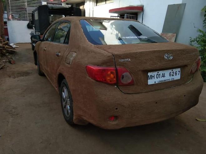 Internet Ấn Độ xôn xao vì chiếc xe nghi bọc phân bò để làm mát - ảnh 3